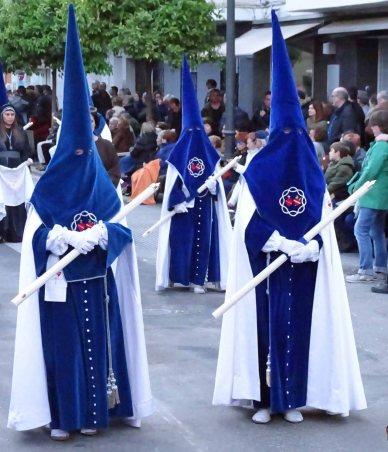 Robed participants in the colors of the Parroquia Nuestra Señora del Rosario