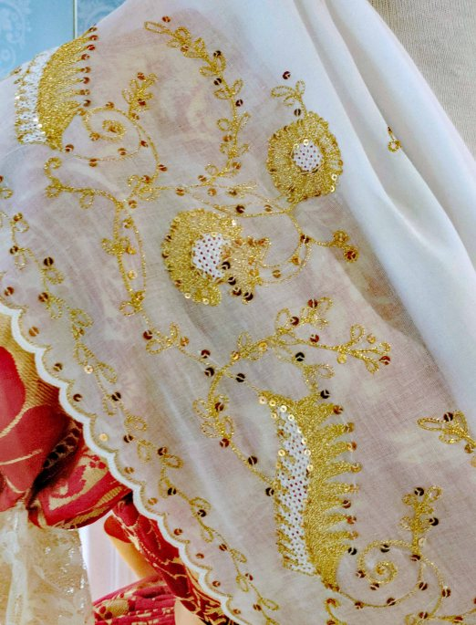 Embroidery with silk and gold threads.