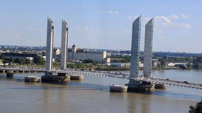 The Jacques Chaban-Delmas bridge