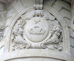 The treble-crescent emblem of Bordeaux