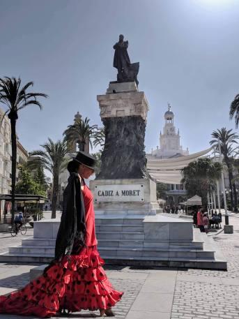A beautifully dressed flamenco dancer/street performer