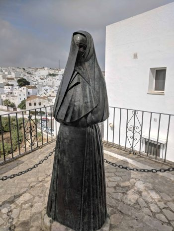 A bronze statue - The Veiled women of Vejer