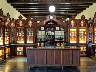 Pharmacy Museum at the Alcázar