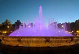 The main fountain in the Plaza de España